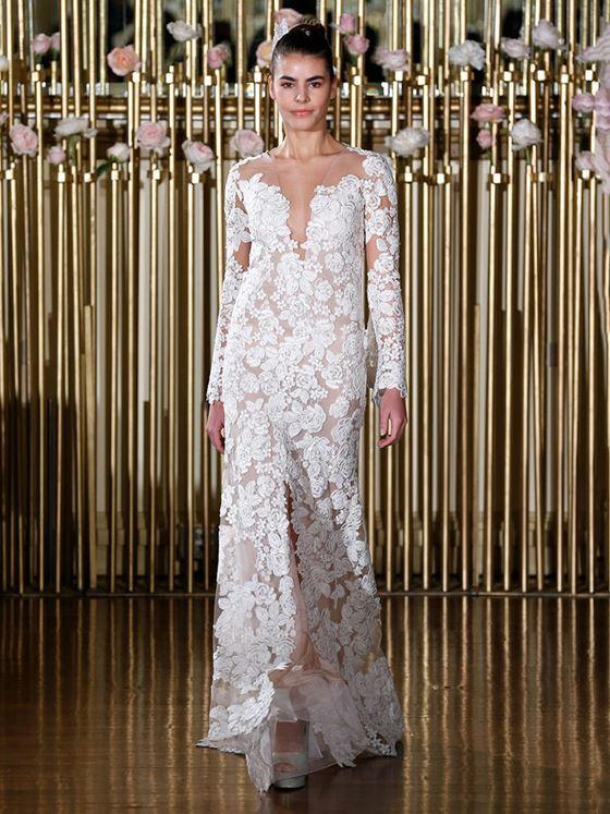 Кружевные свадебные платья 2017-2018: цветочный узор и длинный рукав