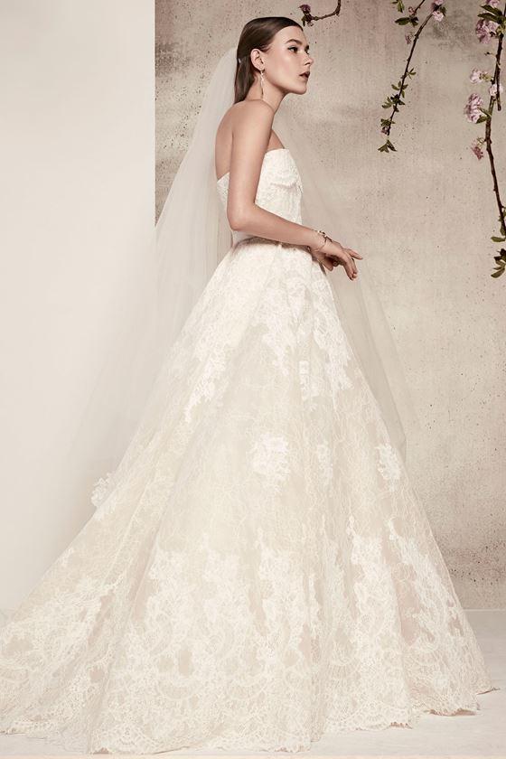 Кружевные свадебные платья 2017-2018: бюстье с пышной юбкой