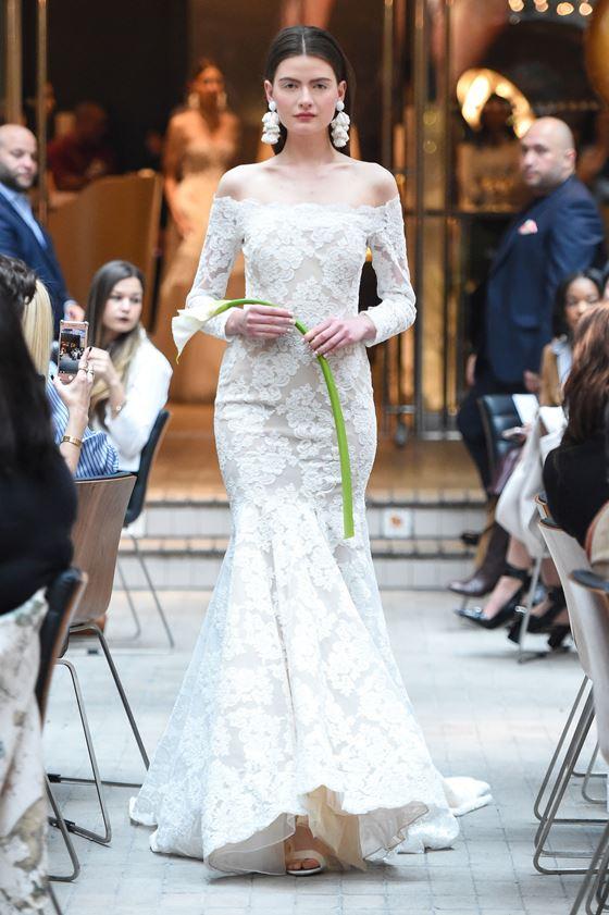 Кружевные свадебные платья 2017-2018: длинные рукава, русалка и открытые плечи