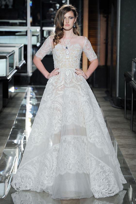 Кружевные свадебные платья 2017-2018: винтажное кружево и рукав до локтя