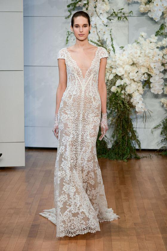 Кружевные свадебные платья 2017-2018: глубокий V-образный вырез