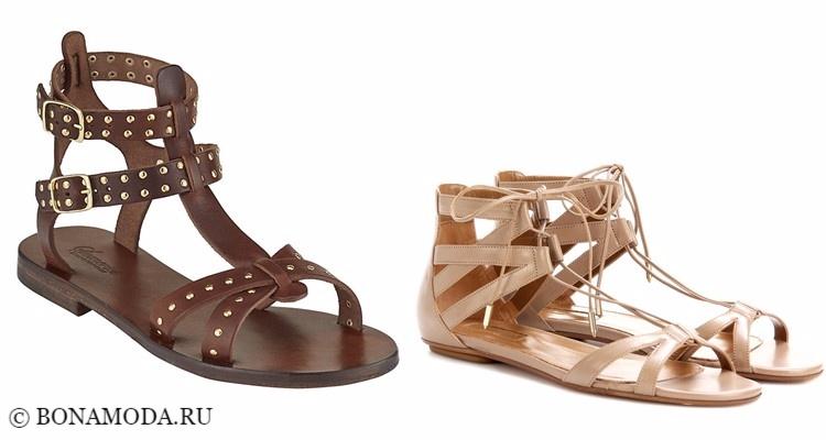 Модные туфли тенденции 2017-2018: коричневые и бежевые римские сандалии на плоской подошве