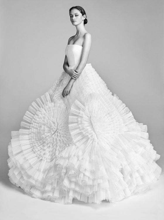 Пышные свадебные платья 2017-2018: авангардная юбка с воланами