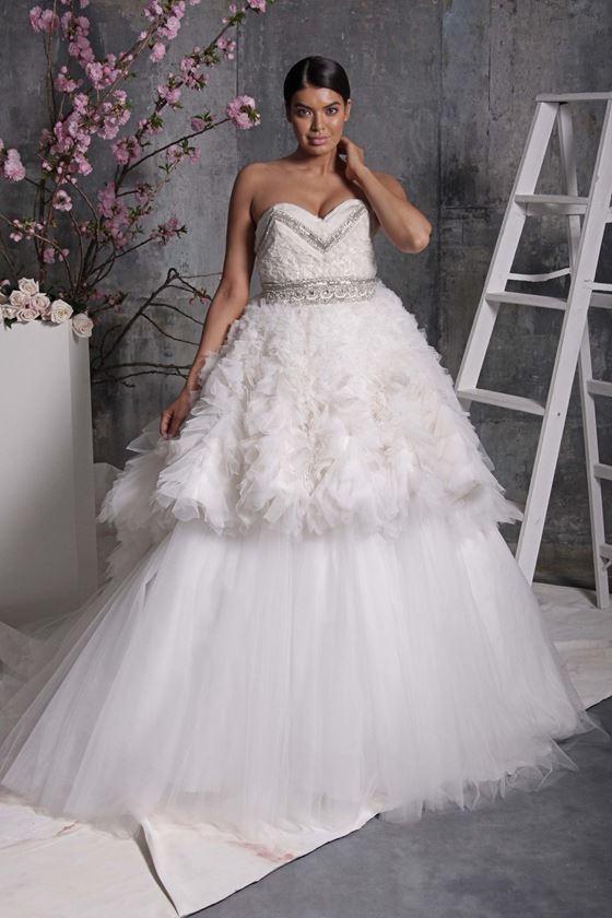 Пышные свадебные платья 2017-2018: двухъярусная тюлевая юбка и бюстье сердце
