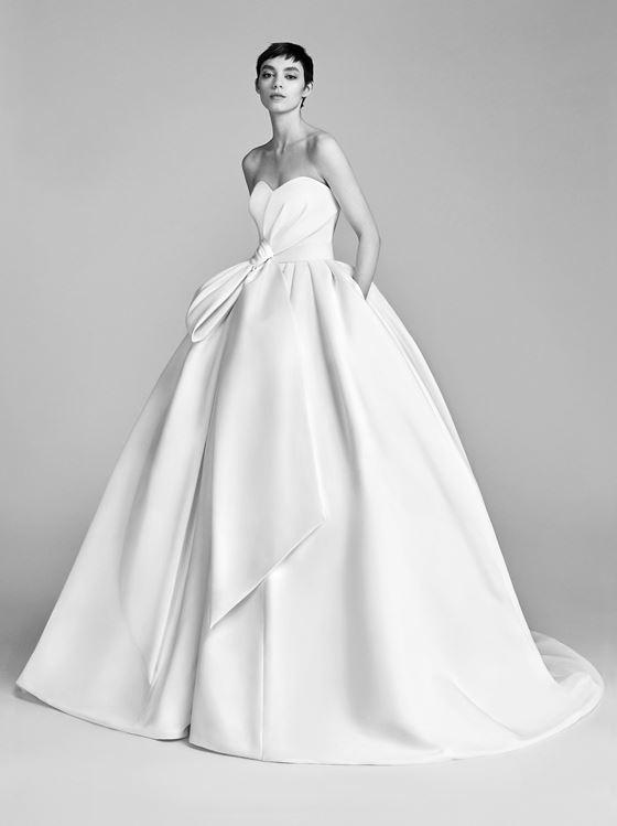 Пышные свадебные платья 2017-2018: гладкое минималистичное бюстье