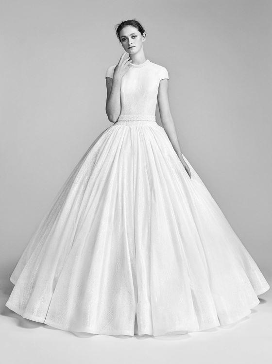 Пышные свадебные платья 2017-2018: плиссированная юбка и лиф с короткими рукавами