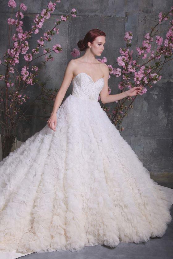 Пышные свадебные платья 2017-2018: тяжёлая тюлевая фактурная юбка и бюстье сердечком