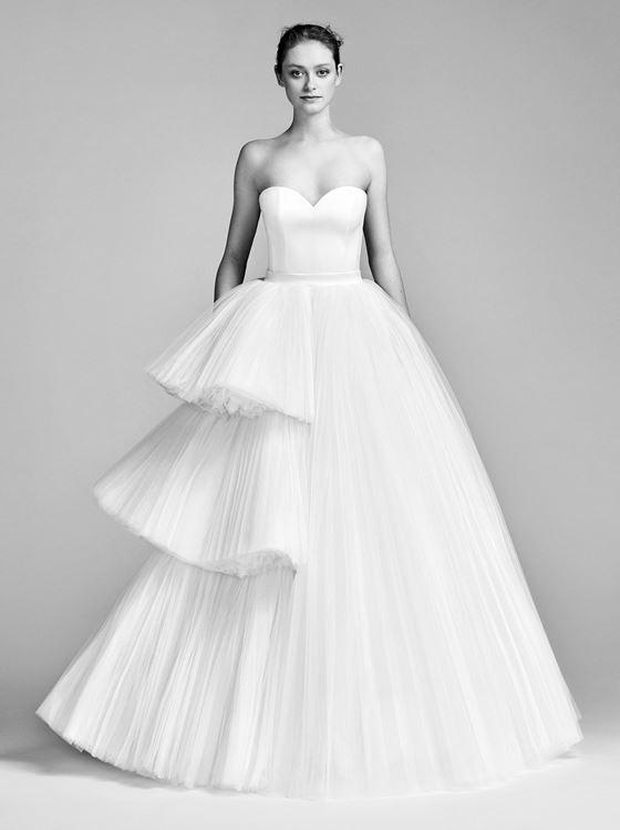 Пышные свадебные платья 2017-2018: плиссированная асимметричная многоярусная юбка