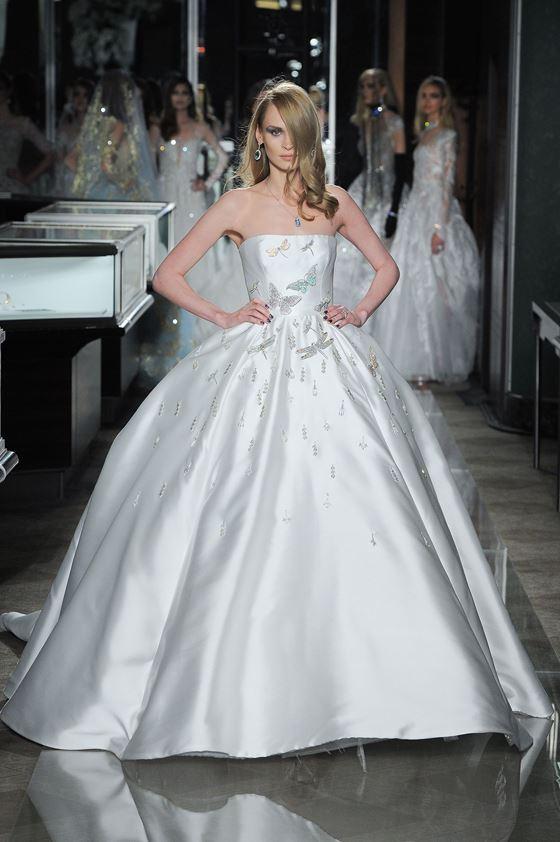 Пышные свадебные платья 2017-2018: шёлковое минималистичное с объёмной юбкой
