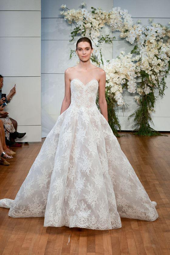 Пышные свадебные платья 2017-2018: классическое кружевное бюстье