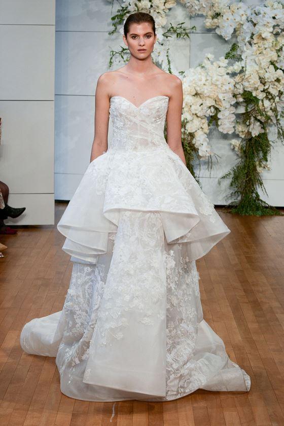 Пышные свадебные платья 2017-2018: двухслойная юбка с крупной баской с воланами
