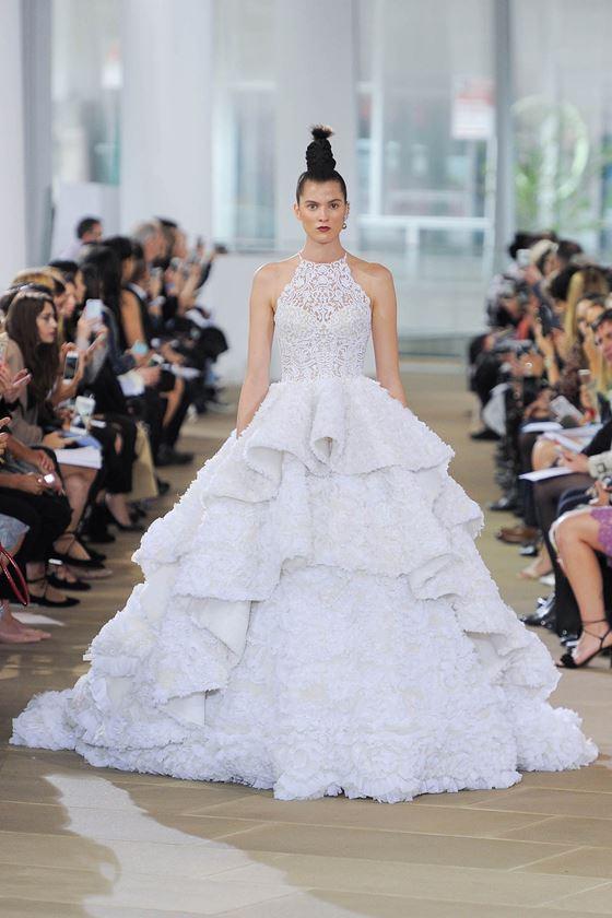 Пышные свадебные платья 2017-2018: трехъярусная тяжелая юбка с воланами