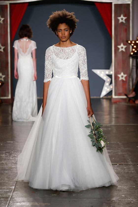 Пышные свадебные платья 2017-2018: плиссированная тюлевая юбка с кружевным топом