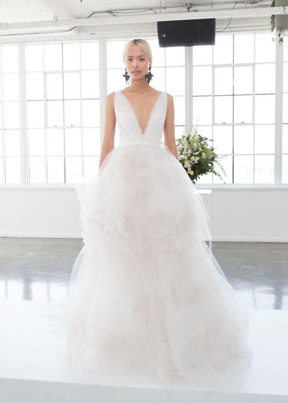 Пышные свадебные платья 2017-2018: двухъярусная тюлевая юбка