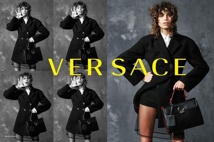 Рекламная кампания Versace осень-зима 2017-2018 - пальто и сумка