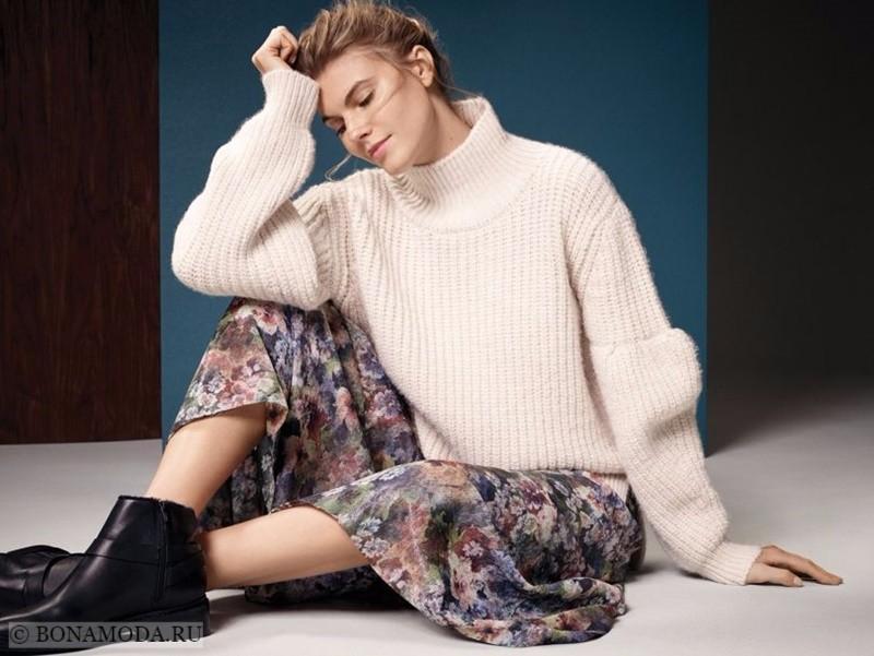 Лукбук коллекции Marks & Spencer осень-зима 2017-2018: белый трикотажный свитер с цветочной юбкой