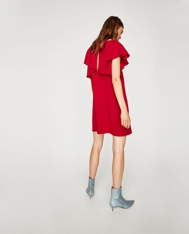 Лукбук коллекции Zara осень-зима 2017-2018: короткое красное платье с серебристыми ботильонами
