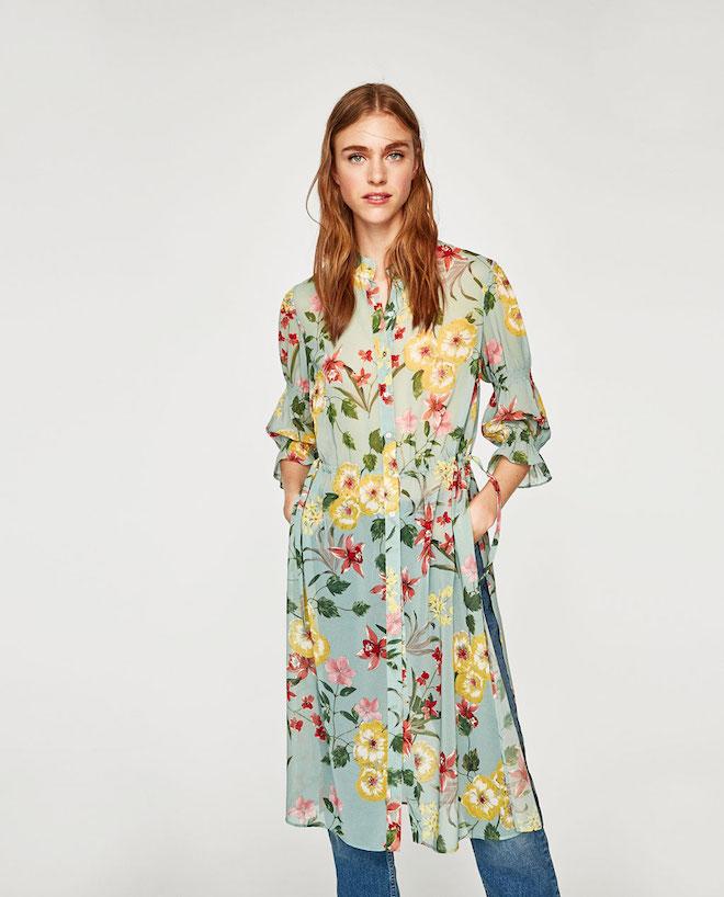 Лукбук коллекции Zara осень-зима 2017-2018: зеленая туника с цветочным принтом и джинсами