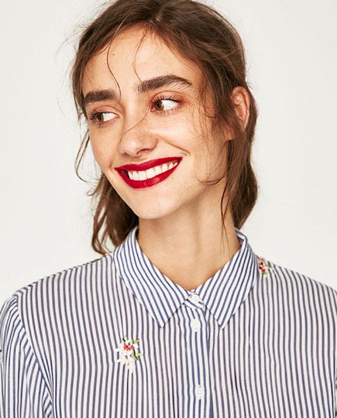 Лукбук коллекции Zara осень-зима 2017-2018: полосатая рубашка и макияж с красной помадой