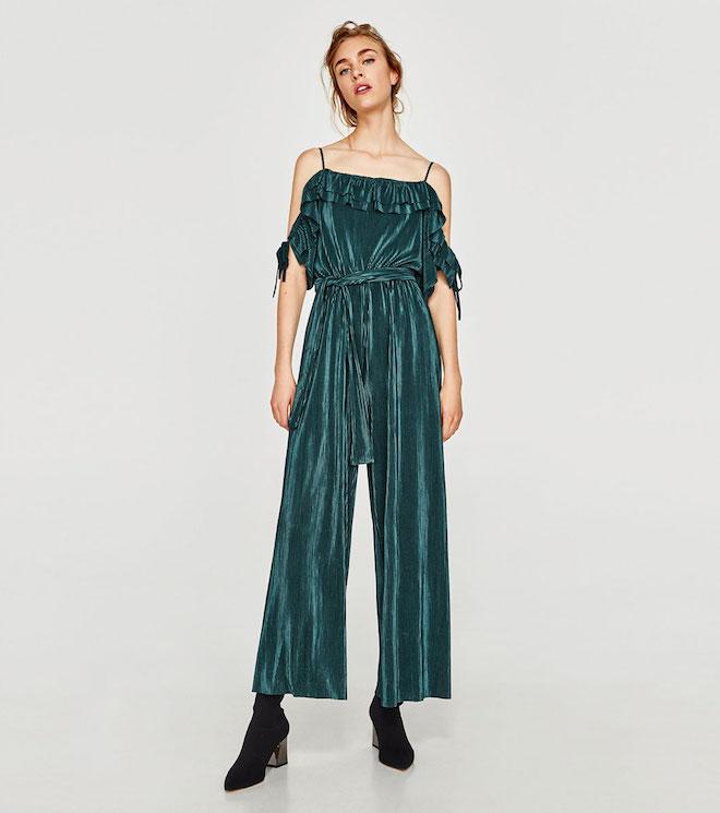 Лукбук коллекции Zara осень-зима 2017-2018: зеленый бархатный комбинезон