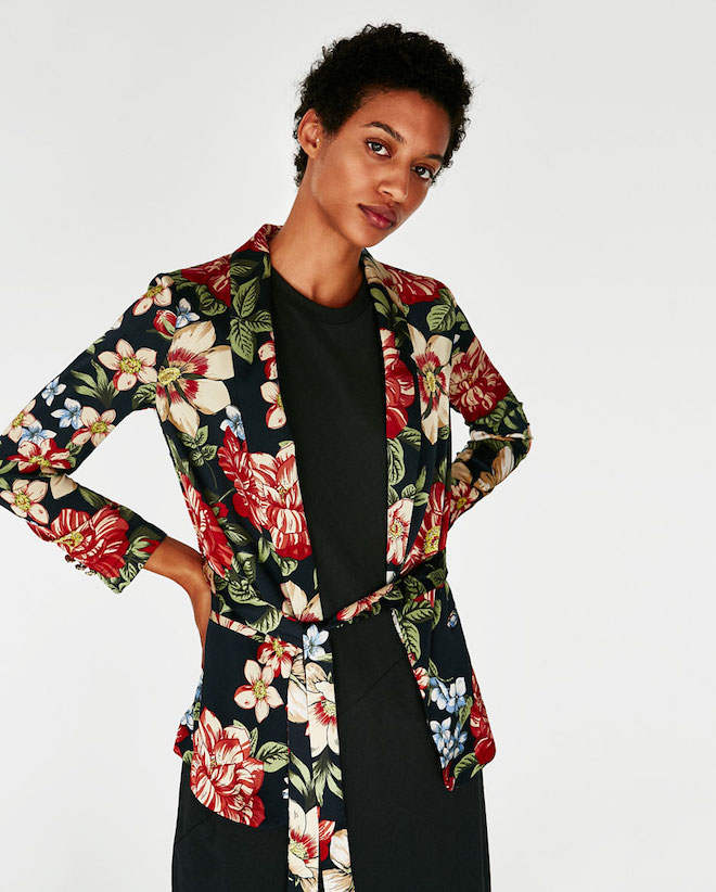 Лукбук коллекции Zara осень-зима 2017-2018: цветочный жакет на поясе