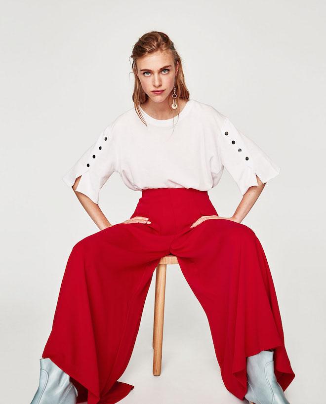 Лукбук коллекции Zara осень-зима 2017-2018: белый топ с широкими красными брюками палаццо