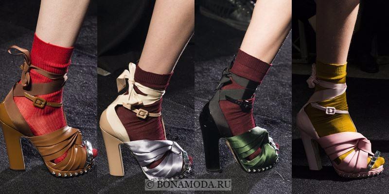 Модные женские туфли осень-зима 2017-2018: босоножки с носками