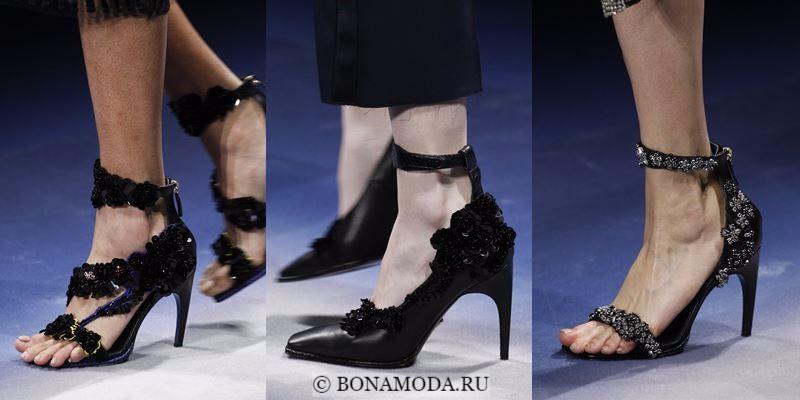 Модные женские туфли осень-зима 2017-2018: черные с цветочным декором