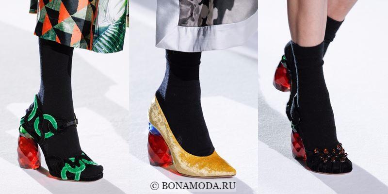 Модные женские туфли осень-зима 2017-2018: вельветовые на стеклянном красном каблуке