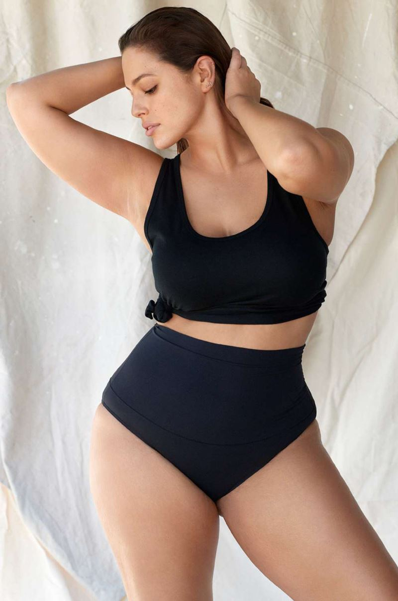 Плюс сайз модель Эшли Грэм в фотосессии Elle France - черный раздельный купальник