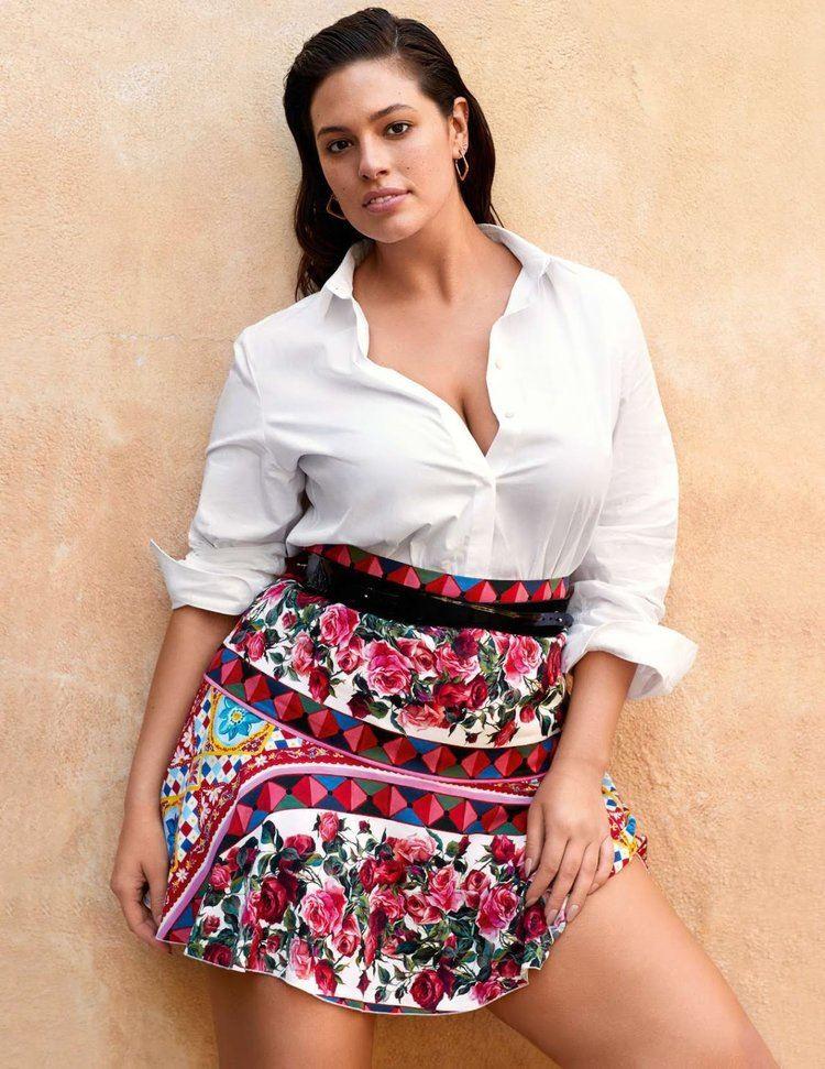 Плюс сайз модель Эшли Грэм в фотосессии Elle France - короткая юбка с белой рубашкой