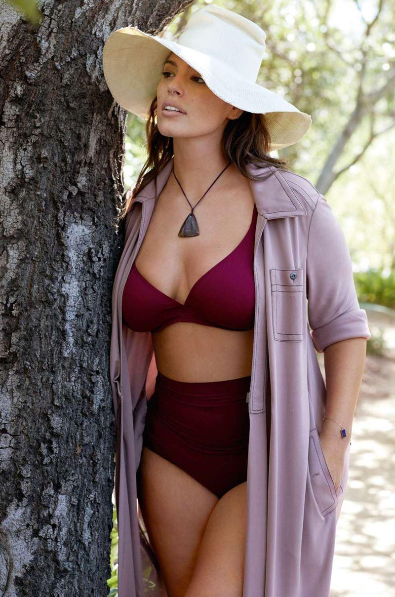 Плюс сайз модель Эшли Грэм в фотосессии Elle France - бордовый раздельный купальник