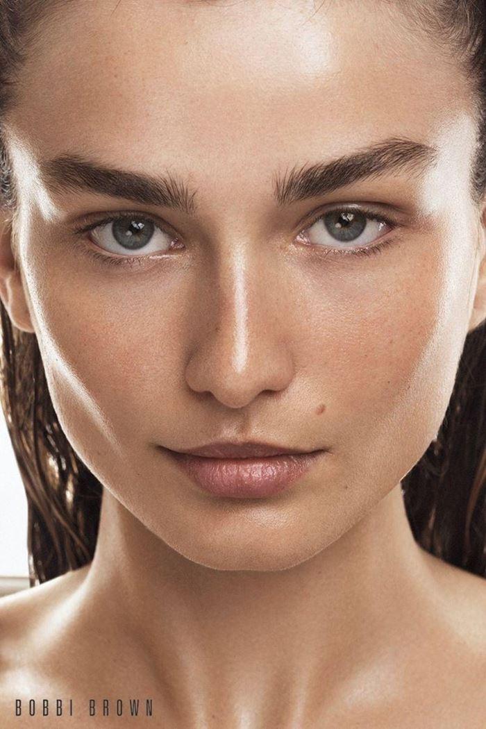 Рекламная кампания Bobbi Brown осень-2017: Андреа Диакону
