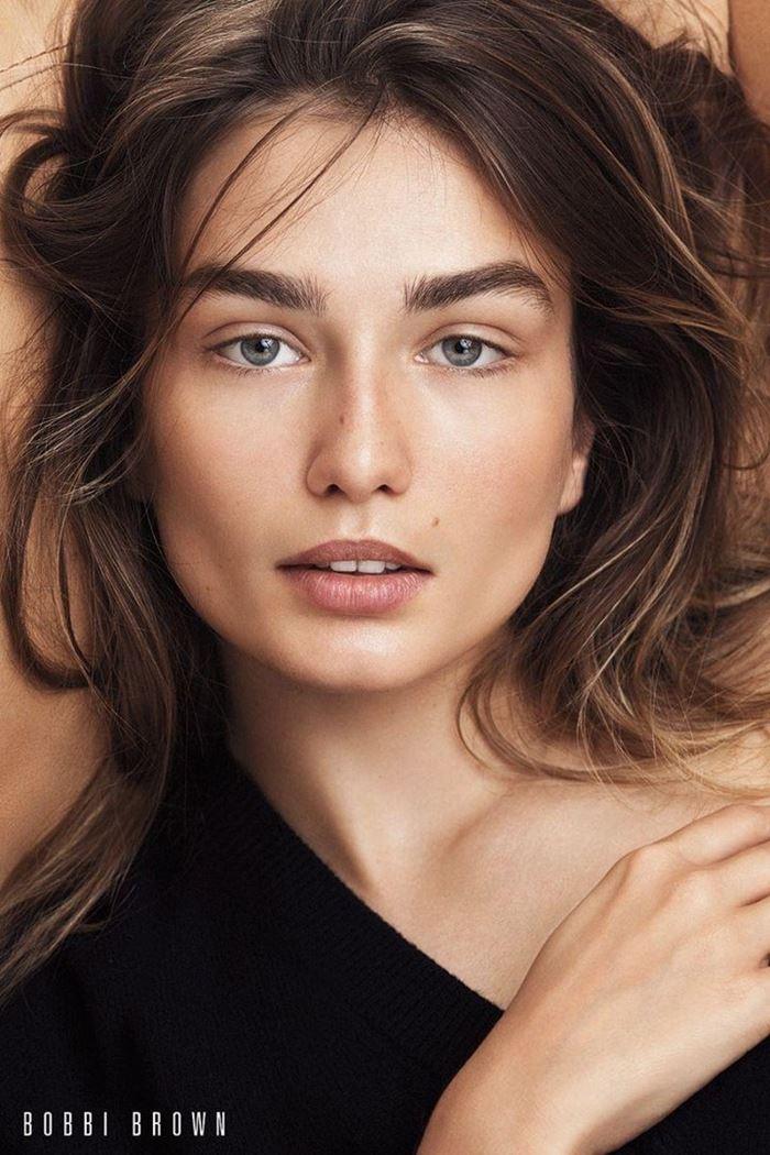 Рекламная кампания Bobbi Brown осень-2017: Андреа Диакону макияж
