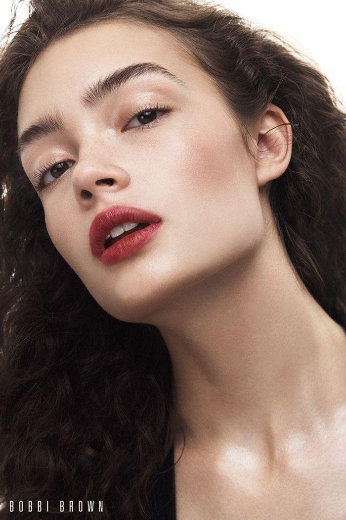 Рекламная кампания Bobbi Brown осень-2017: Саша Кичигина макияж