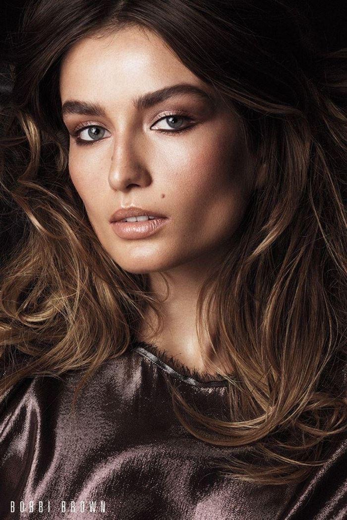 Рекламная кампания Bobbi Brown осень-2017: Андреа Диакону макияж и прическа