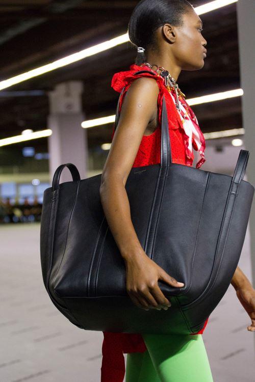 Сумки Balenciaga осень-зима 2017-2018 - большая черная сумка тоут XXL