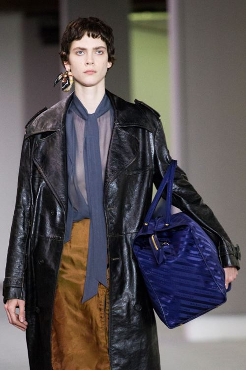 Сумки Balenciaga осень-зима 2017-2018 - большая синяя сумка