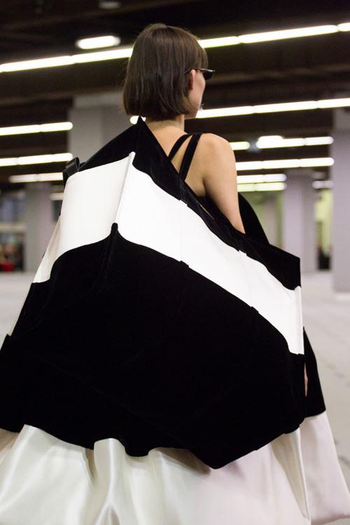 Сумки Balenciaga осень-зима 2017-2018 - оверсайз черно-белая