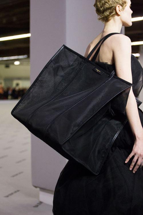 Сумки Balenciaga осень-зима 2017-2018 - черная синтетическая сумка-шоппер