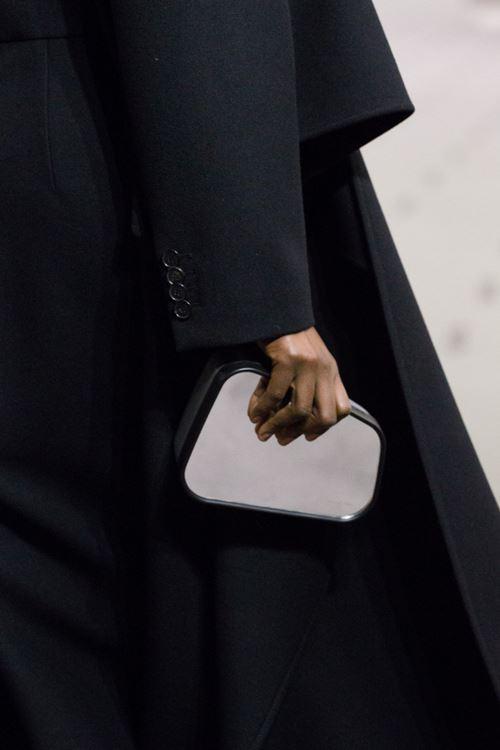 Сумки Balenciaga осень-зима 2017-2018 - жесткий маленький клатч
