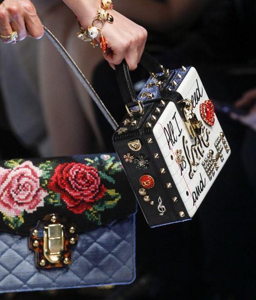 Сумки Dolce&Gabbana осень-зима 2017-2018: сумка коробка с металлическими шипами