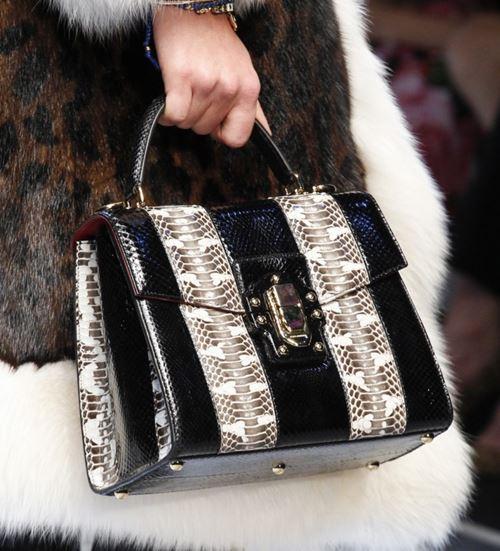 Сумки Dolce&Gabbana осень-зима 2017-2018: вертикальная полоска и змеиная кожа