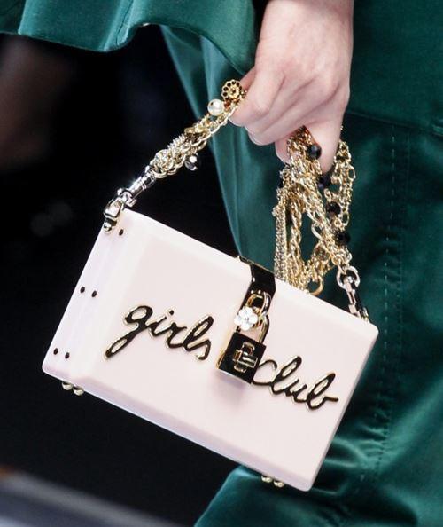 Сумки Dolce&Gabbana осень-зима 2017-2018: прямоугольная сумочка клатч с золотой цепочкой