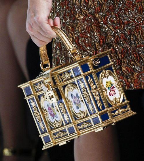 Сумки Dolce&Gabbana осень-зима 2017-2018: золотая коробка сундучок