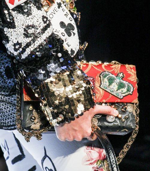 Сумки Dolce&Gabbana осень-зима 2017-2018: красно-черная с аппликациями
