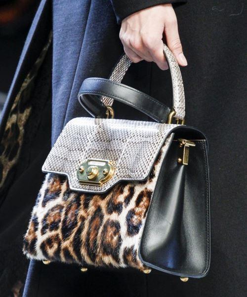 Сумки Dolce&Gabbana осень-зима 2017-2018: черная с леопардовым мехом и змеиным принтом