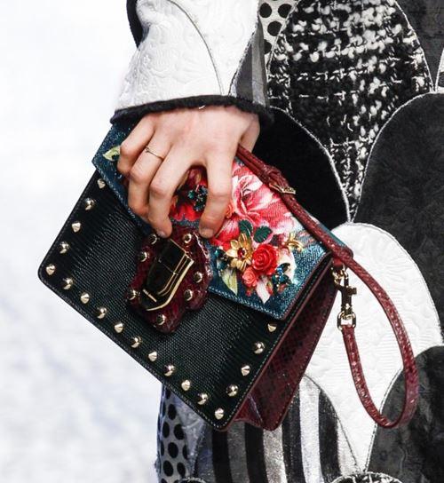 Сумки Dolce&Gabbana осень-зима 2017-2018: змеиный и цветочный принт с золотыми заклепками