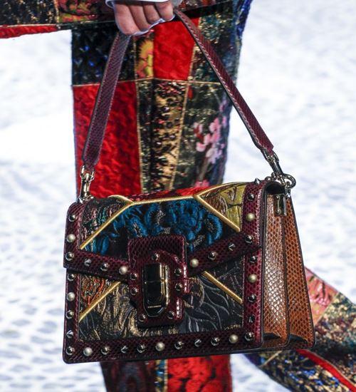 Сумки Dolce&Gabbana осень-зима 2017-2018: коричневая змеиная с вышивкой и заклепками