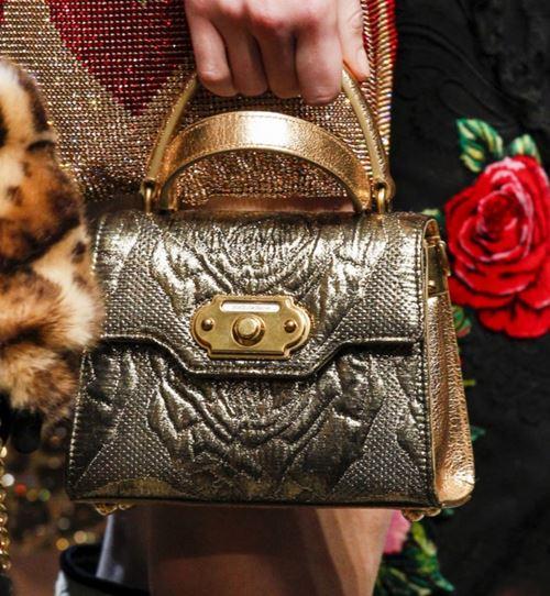 Сумки Dolce&Gabbana осень-зима 2017-2018: золотая маленькая